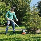 Kosy mechaniczne do pielęgnacji zieleni wokół domu i w ogrodzie